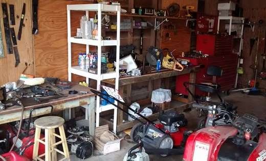 Barry 39 s lawnmower and small engine repair shop lockhart for Small motor repair shop